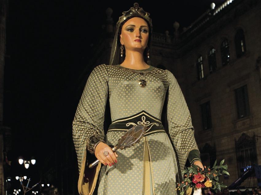 Giganta en la calle Ferran durante el pasacalles de las Fiestas de la Mercè (Oriol Llauradó)