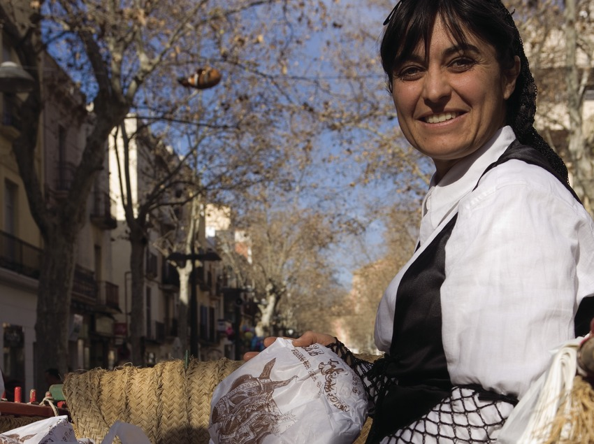 Vendedora durante la Festa dels Tres Tombs de Sant Antoni (Oriol Llauradó)