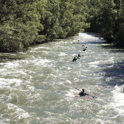 Байдарочники во время Международного «ралли» на реке Ногера-Пальяреза (Oriol Llauradó)