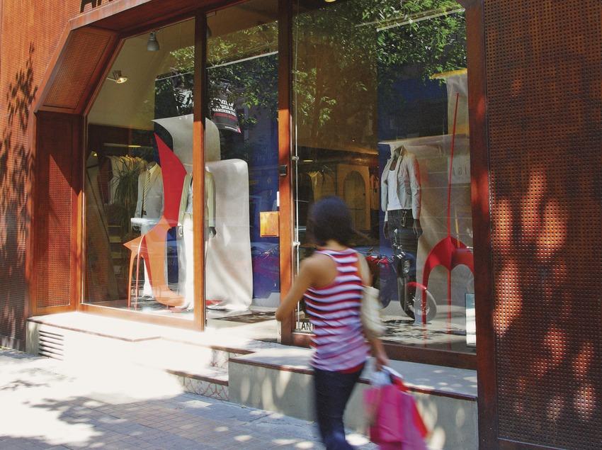 Façana de la botiga Antonio Miró al carrer Consell de Cent  (Lluís Carro)