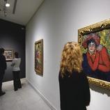Chica en una sala del Museu Picasso.