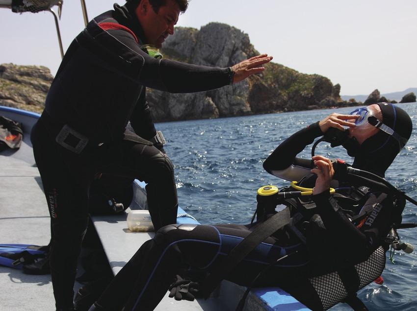 A punt de fer una immersió a les Illes Medes
