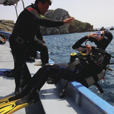 A punt de fer una immersió a les Illes Medes  (Lluís Carro)