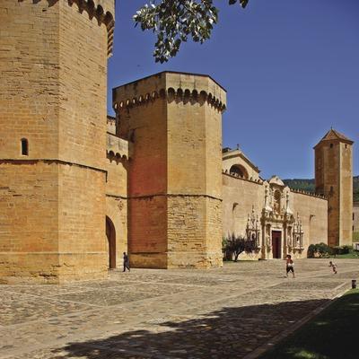 Puerta Real (siglo XIV) del Real Monasterio de Santa María de Poblet.