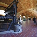 Interior del Museo Codorniiu, ubicado en la antigua nave de las Caves Codorniu.  (Lluís Carro)