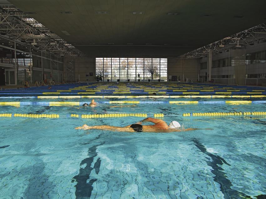 Nadador en las piscinas Picornell.  (Lluís Carro)