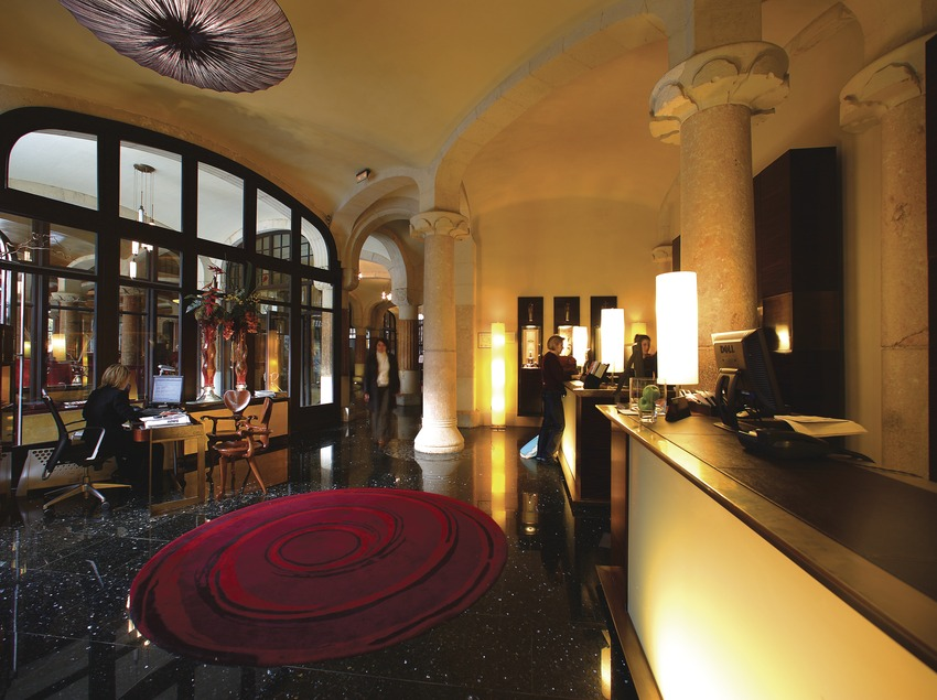 Recepción del hotel Casa Fuster.  (Lluís Carro)