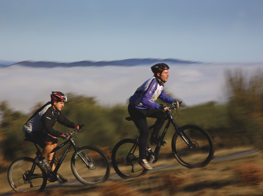 Ciclistes en un camí del Montseny  (Lluís Carro)