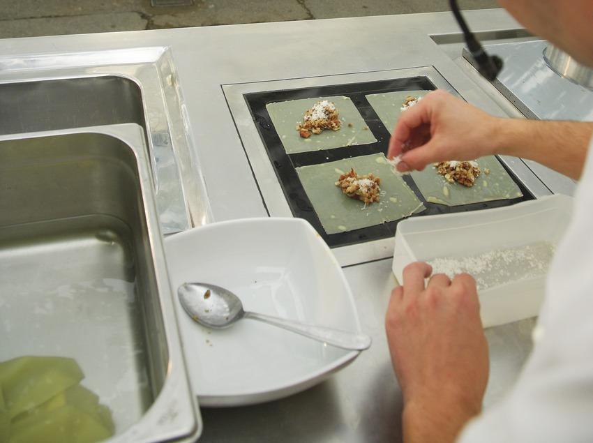 Cocinero impartiendo una clase magistral en la Festa del Bolet de Berguedà.