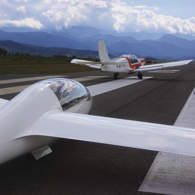 Vuelo sin motor en el aeródromo de la Cerdanya.