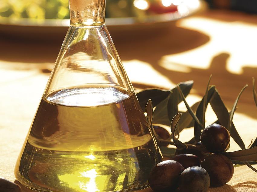 Bodegó d'un setrill d'oli i olives  (Lluís Carro)
