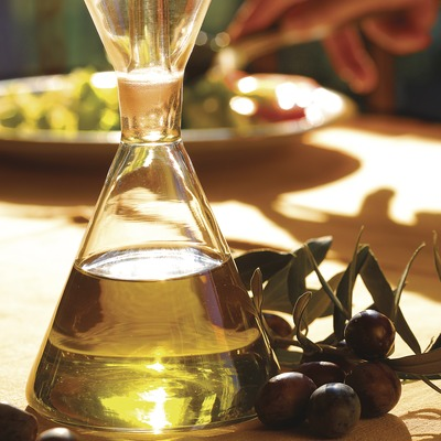 Bodegó d'un setrill d'oli i olives