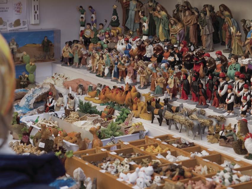 Santons «caganers» à un stand de la Fira de l'Avet (foire aux sapins) (Oriol Llauradó)