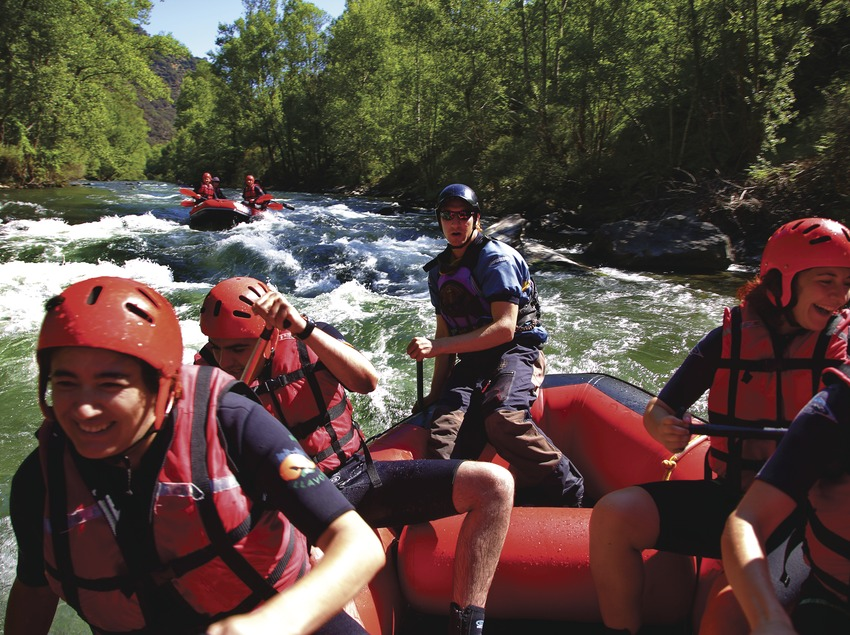 Rafting en el río Noguera Pallaresa cerca de Rialp.