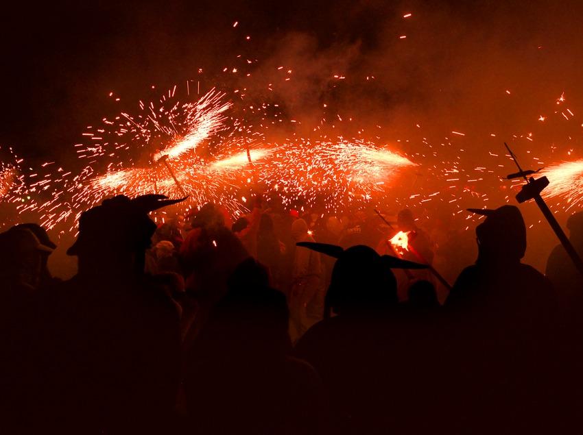Correfoc en la Plaza Real durante lasfiestas de la Mercè