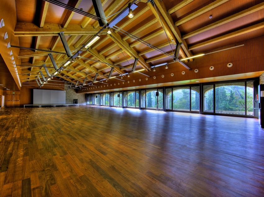 Sala de actos y congresos del monasterio de Sant Benet de Bages. Món Sant Benet.  (Lluís Carro)