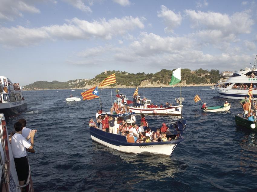 Procesión de barcas durante la Fiesta Mayor (Oriol Llauradó)