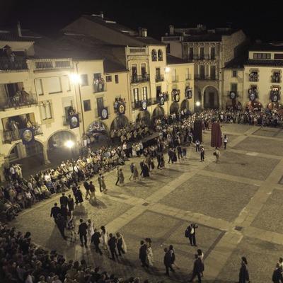 Sardana de l'alcalde durant la Festa Major (Oriol Llauradó)