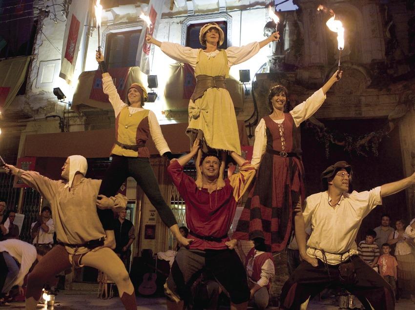 Espectáculo callejero durante la Fiesta del Renacimiento (Oriol Llauradó)