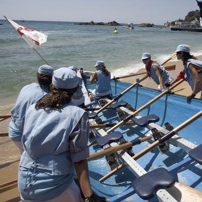 Carrera de barcas durante la Fiesta Mayor de Santa Cristina
