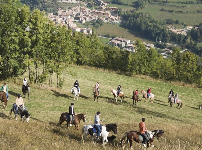 Activitats grup B. Visita a l'hípica Mas Batlló, excursió a cavall. Workshop Pirineus 2008