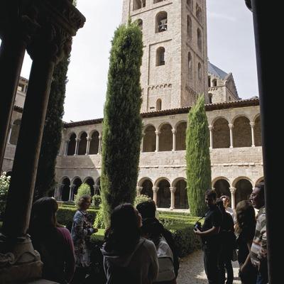 Visita al monestir de Ripoll, claustre. Workshop Pirineus 2008