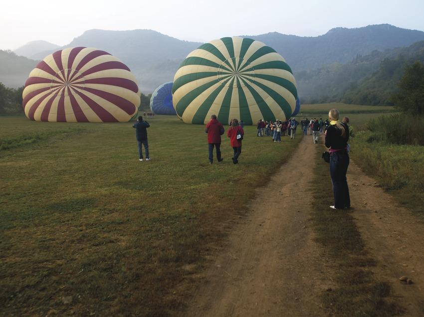Preparació d'un vol en globus. Workshop Pirineus 2008  (Cablepress)