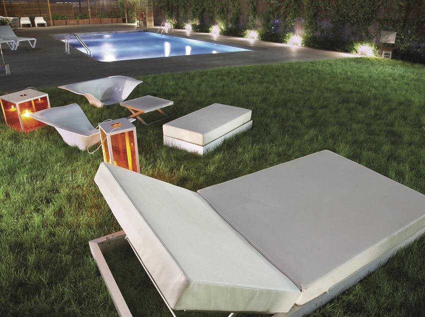 Vista nocturna de la piscina de l'hotel Magnòlia   (Imatges cedides per l'hotel Magnòlia)