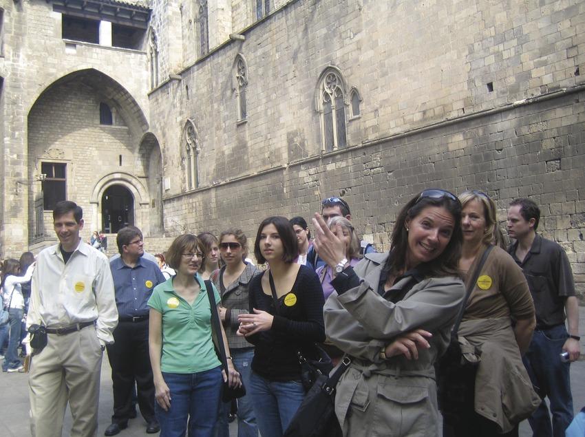 Salida del Barcelona Guide Bureau por el barrio gótico, plaza del Rei.
