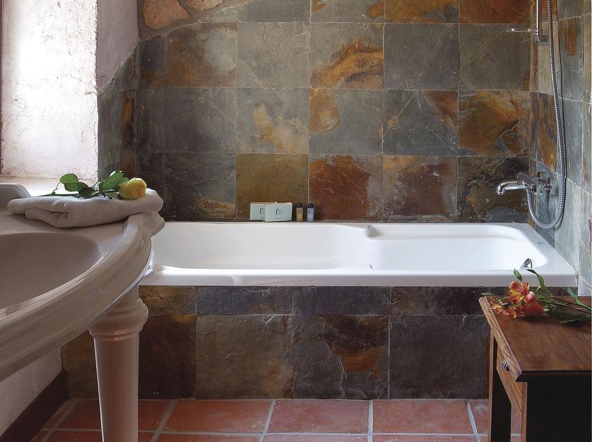 Lavabo de la suite del Golf Hotel La Figuerola   (Imatges cedides per Golf Hotel La Figuerola)