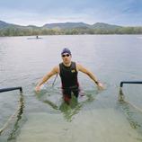 Banyoles. Nadador saliendo del lago    (Foto-tècnia fotògrafs)