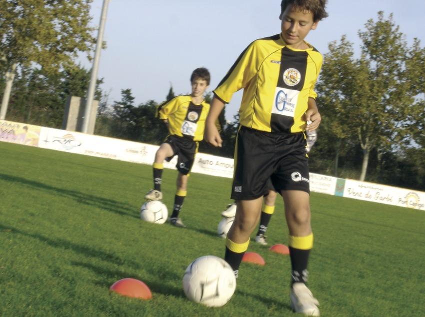 Entrenament de futbol infantil    (Foto-tècnia fotògrafs)