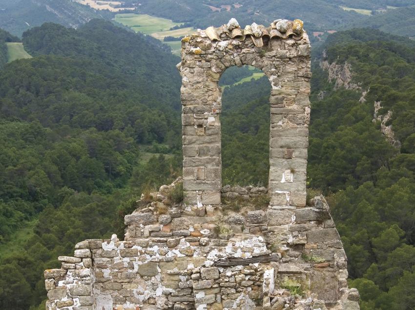 Serra de Miralles. Església i castell de Miralles