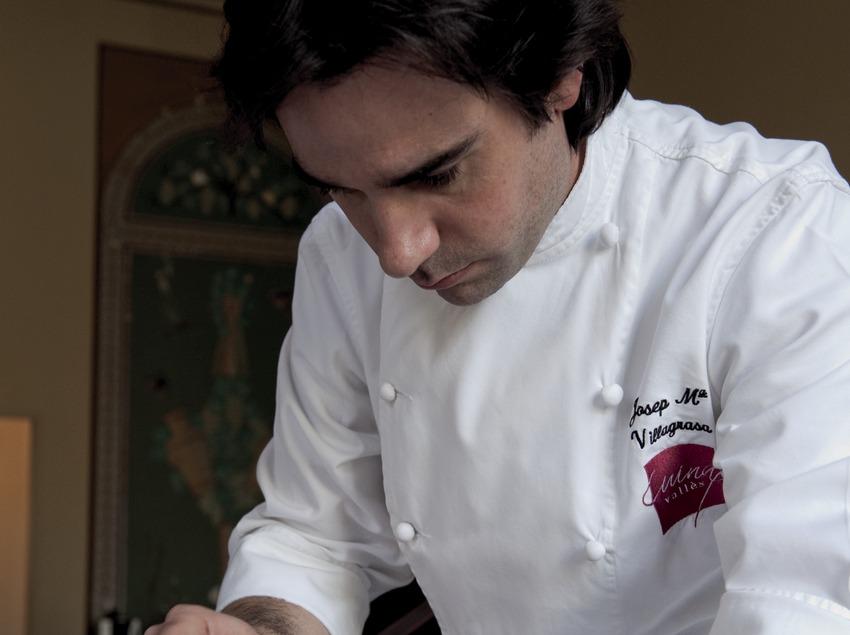 Cuiner del col·lectiu Cuina del Vallès elaborant un plat amb cigrons (Marc Castellet)