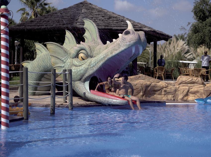Família al parc aquàtic del Càmping Resort Cambrils Park (Cablepress)