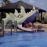 Familia en el parque acuático del Camping Resort Cambrils Park (Cablepress)