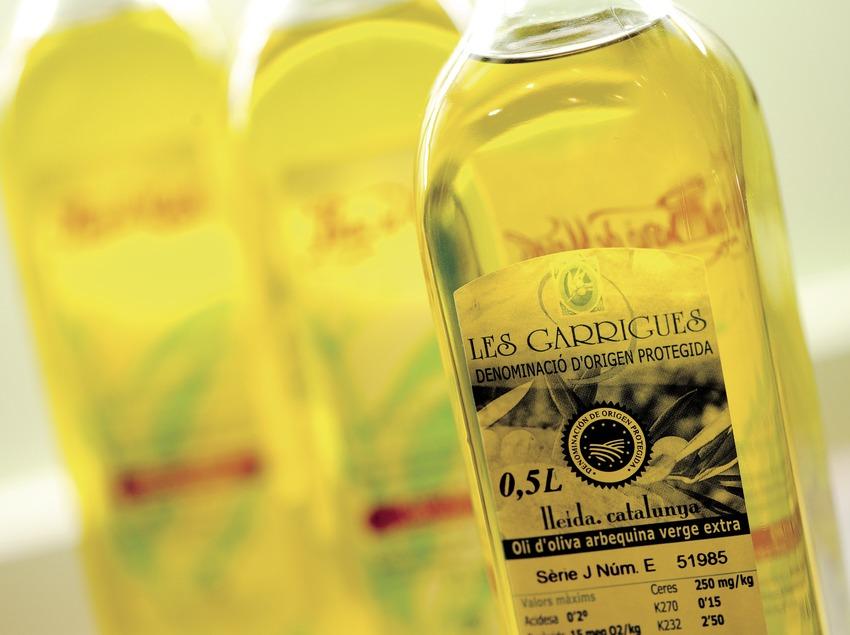 D.O. Protegida Les Garrigues. Aceite de oliva arbequina virgen extra, contraetiqueta de botellas de aceite (Marc Castellet)