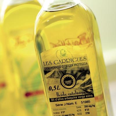 D.O. Protegida les Garrigues. Oli d'oliva arbequina verge extra, contraetiqueta d'ampolles d'oli (Marc Castellet)