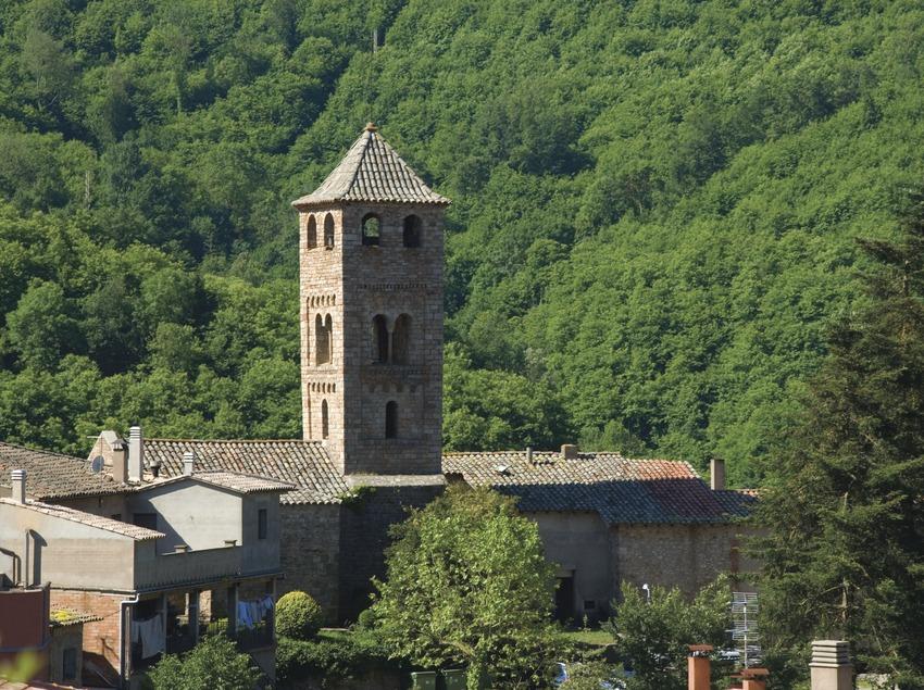 Romanische Kirche im Naturgebiet Les Guilleries-Savassona (José Luis Rodríguez)