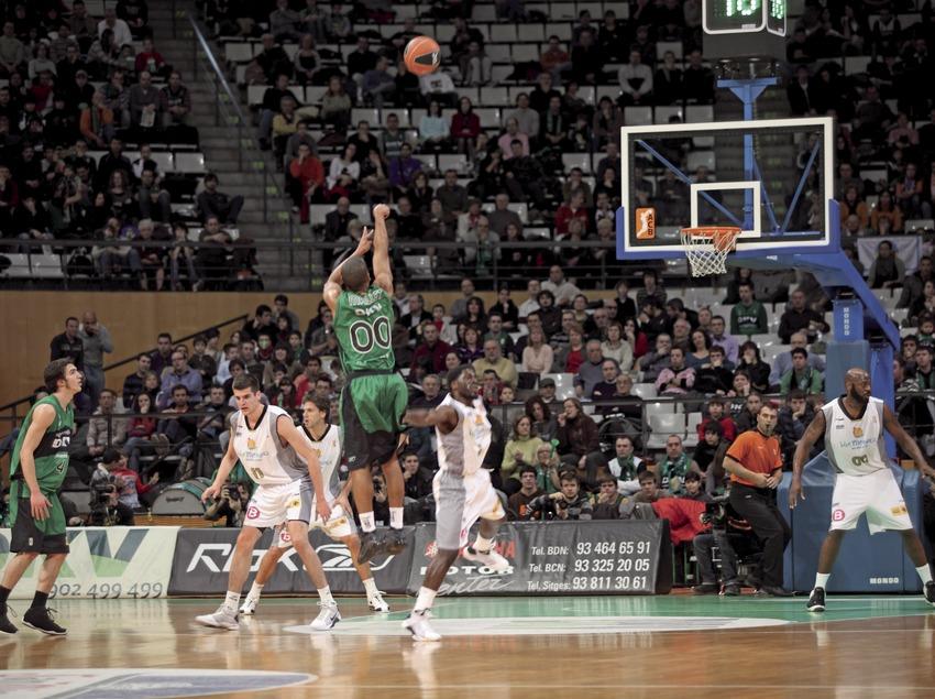 Baloncesto en el palacio de deportes del DKV Badalona (Cablepress)