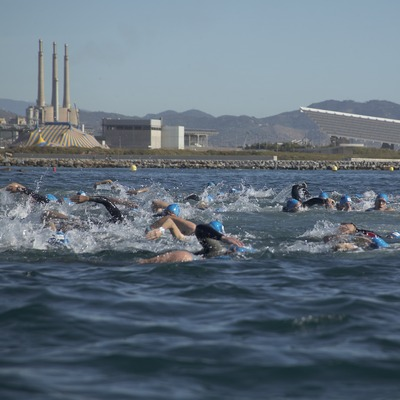 Natation sur la plage du Fòrum au triathlon de Barcelone