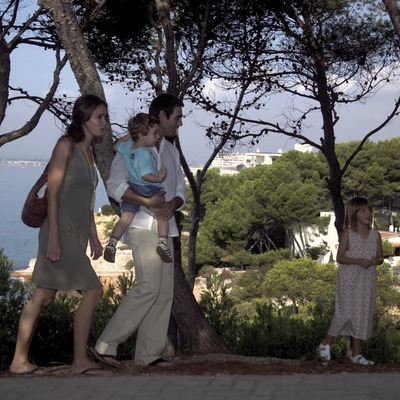 Família passejant (Cablepress)