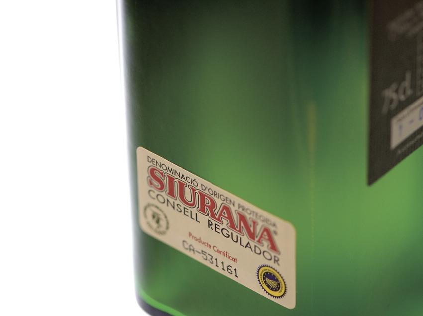 D.O. protegida Siurana, contraetiqueta d'ampolla d'oli verge extra (Marc Castellet)