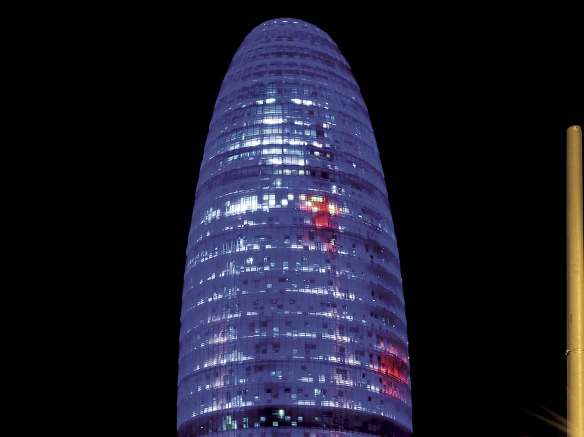 La torre Agbar de noche (Gemma Miralda)
