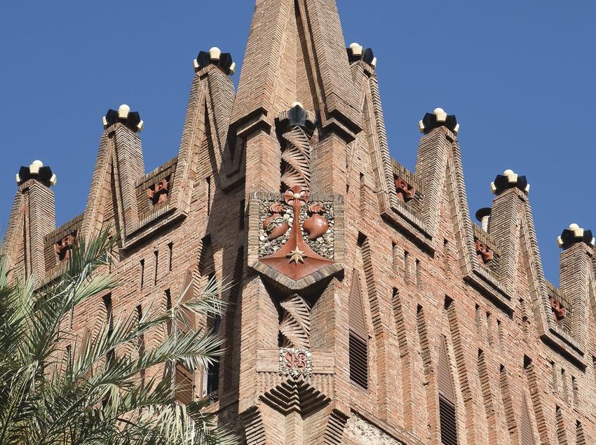 Здание терезианской конгрегации работы Антони Гауди (Juan José Pascual)