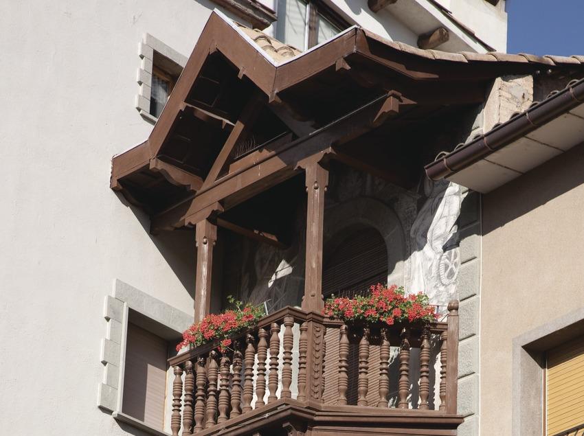 Balcón de una casa de Roda de Ter (Juan José Pascual)