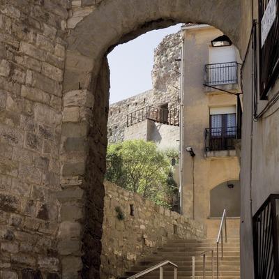 Calaf, porte et ruines du château (Juan José Pascual)