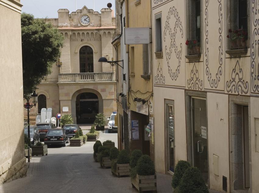Vilassar de Dalt, calle Mayor y Ayuntamiento