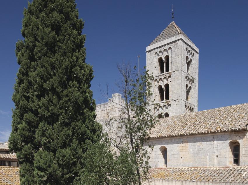 Palacio del Abad y monasterio de Santa Maria
