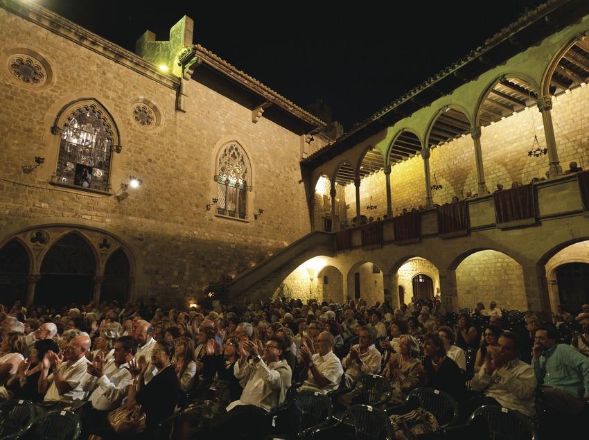 Festival de musique classique château Santa Florentina. Canet de Mar, château Santa Florentina, public, cour d'armes (Marc Castellet Puig)
